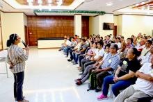 Participants of the Free Seminar on Swine raise their concerns to ATI-ITCPH Training Specialist Dr. Amy Gonzales-Eguia.