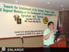 Jesse Robredo, Mayor of Naga City then, personaily welcoming the workshop participants (photo by Ed San Buenaventura)